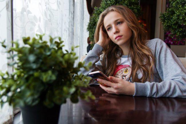 Chica aburrida